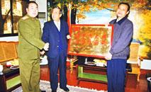 为表彰工厂为国庆五十年大庆大阅兵作出的贡献,北京军区向工厂赠送匾额